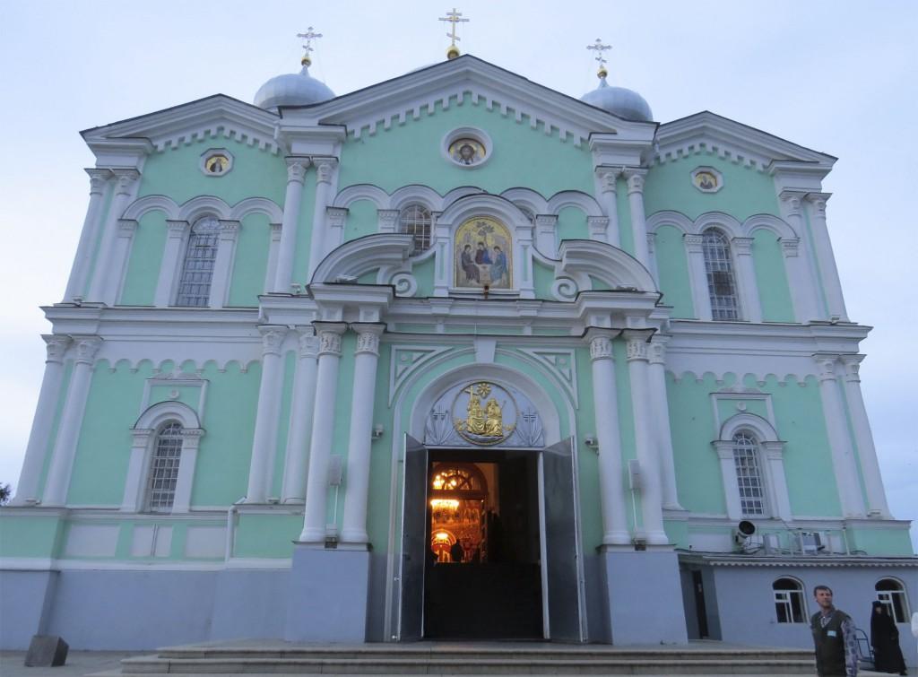 Фасад Троицкого собора в Свято-Троицком Серафимо-Дивеевском монастыре (Дивеево)